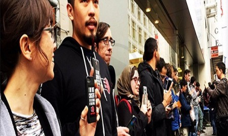 Protestors Gather At San Francisco Apple Store To Support Fight Against Government  Backdoors