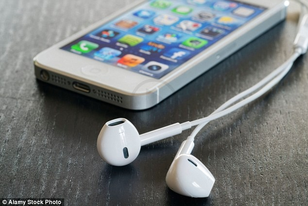 iphone says headphones are in when they are not rumors says apple to be ditching wired headphones for 21443