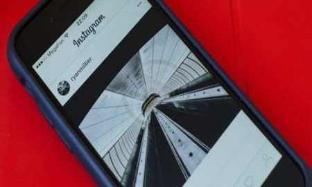 Instagram Testing A/B For Monochromatic Design For Users