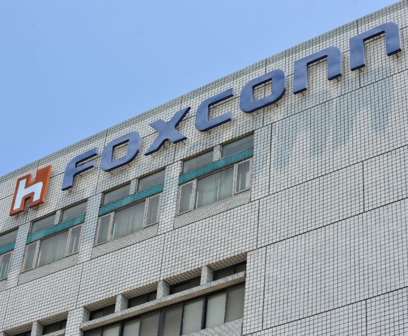 FoxConn Replaces Sharp, Apple Gets Worried