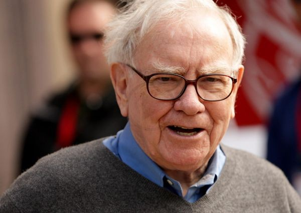 Warren Buffett Invests 1 Billion Dollars In Apple Shares