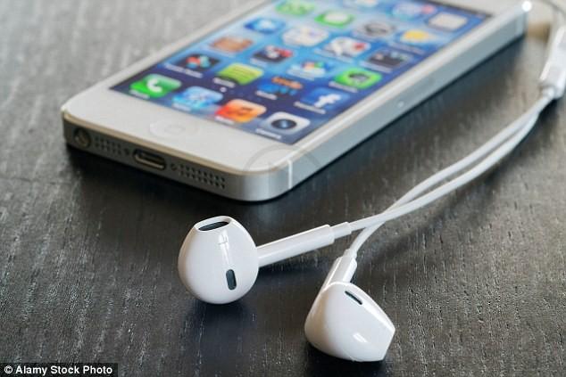 Apple Plans to Drop Lightning Headphones in iPhone 7 Box